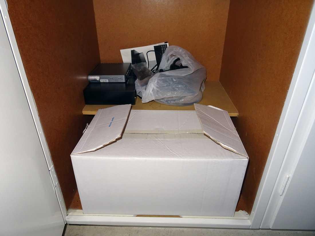 Digitalboxen har förvarats i garderoben.