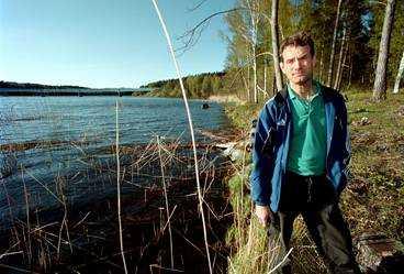 FANN MANNEN Jerry Tranberg hittade plastsäcken med kroppen i vassen under en fisketur med dottern.