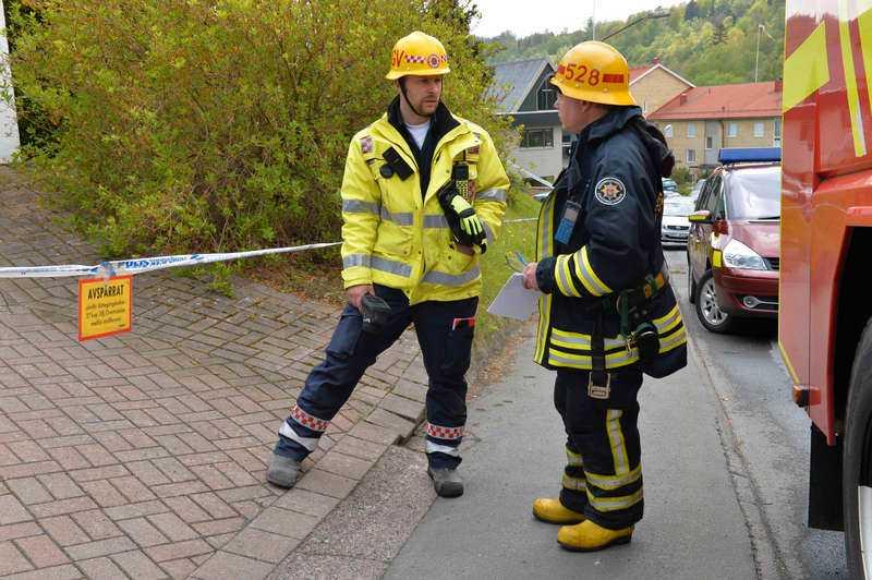 Branden var, enligt räddningstjänsten, begränsad till ett rum, och i det var i det rummet som man hittade det äldre paret döda.