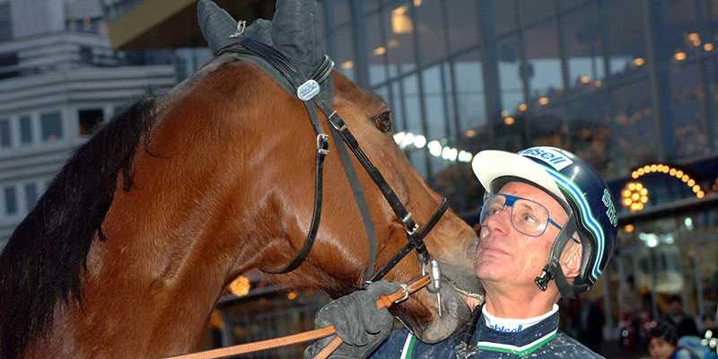 Stig H Johansson tillsammans med Victory Tilly.