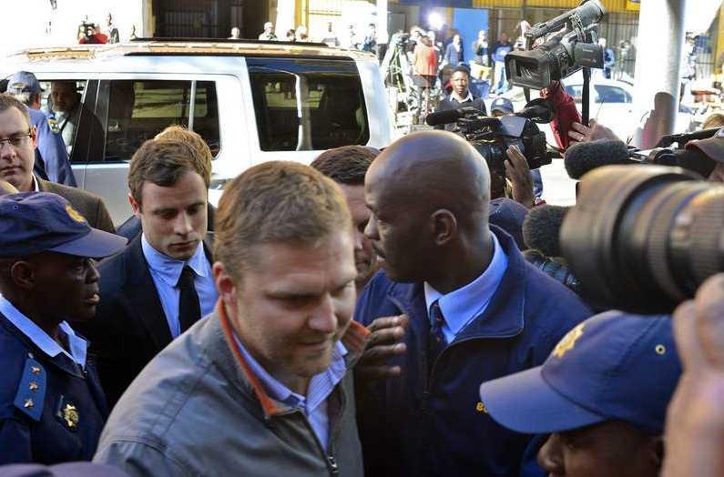 Pistorius anländer till rätten i Pretoria den 19 augusti.