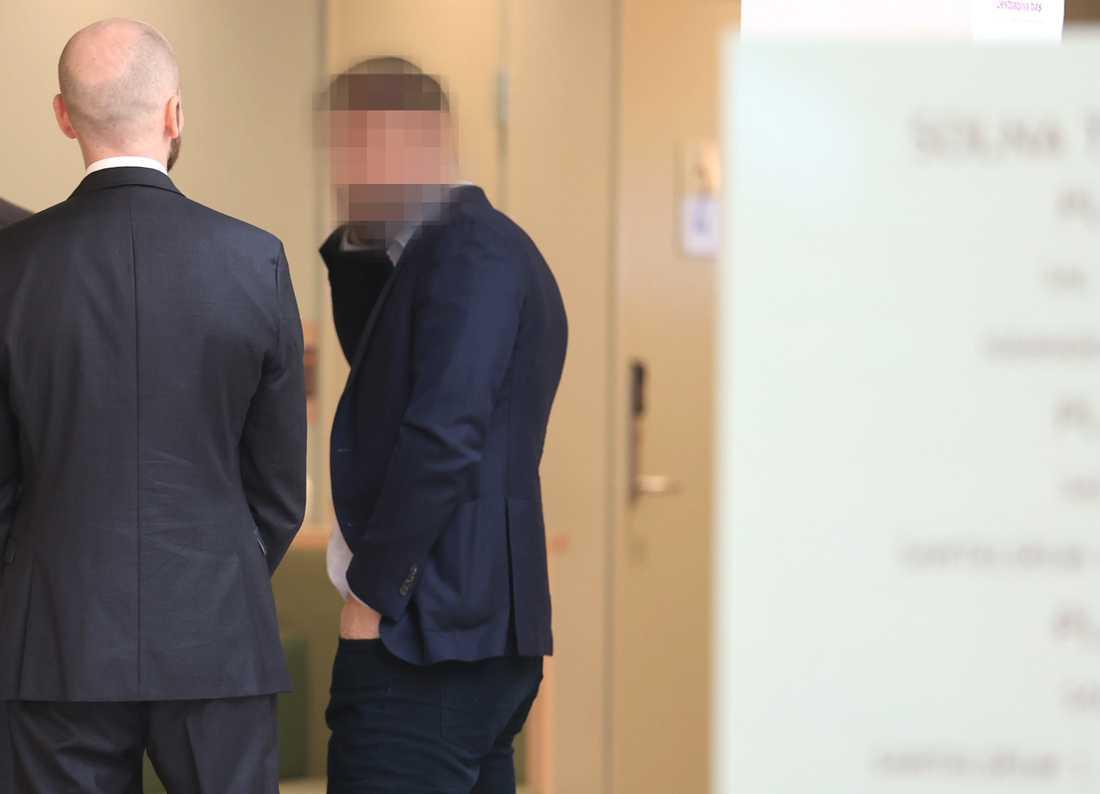Bild från den första rättegångsdagen.
