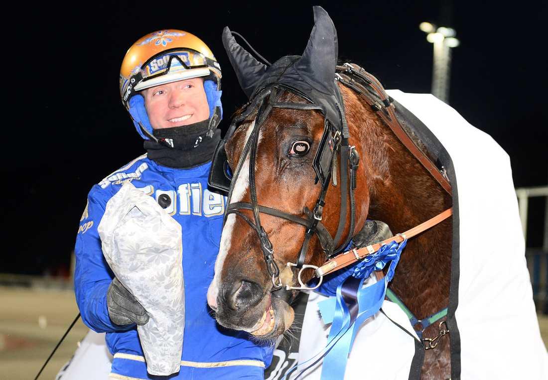 Björn Goop och Zenit Brick vid lördagens seger på V75 på Åby.