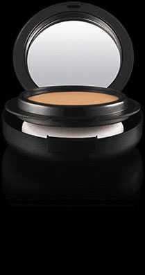 """""""Mineralize foundation spf 15"""", Mac Cosmetics Krämig kompaktfoundation som i samma svep med appliceringspuffen ersätter concealer, foundation och puder. Stora porer, linjer och mörka ringar döljs med maximal perfektion utan att resultatet blir onaturligt eller spacklat."""