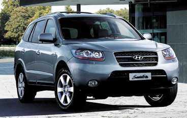 Hyundai Santa Fe Kommer: april. Nya Santa Fe växer, breddas och blir mer konventionell i utseendet. Och nya Santa får en tredje rad stolar, nersänkbara i lastgolvet.