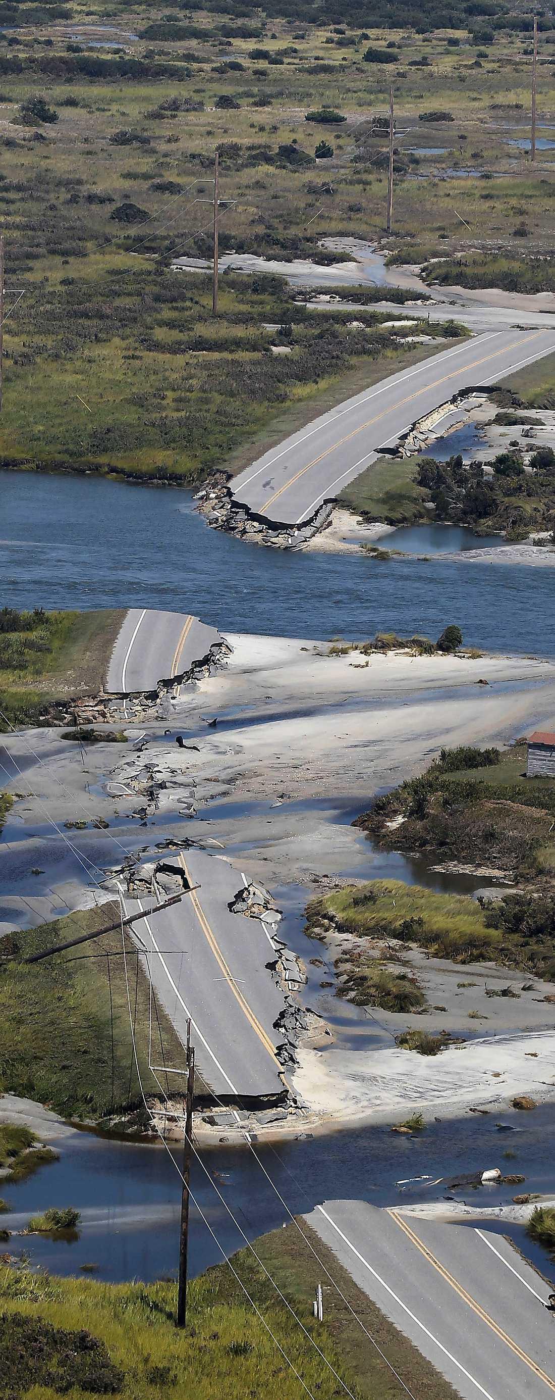 Hatteras Island, North Carolina: Irene vräkte in – och lämnade gapande hål på fem ställen i motorvägen route 12. I går kunde myndigheterna överblicka förödelsen som orkanen lämnat efter sig.