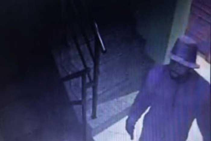 Övervakningsbild på den misstänkte mördaren.