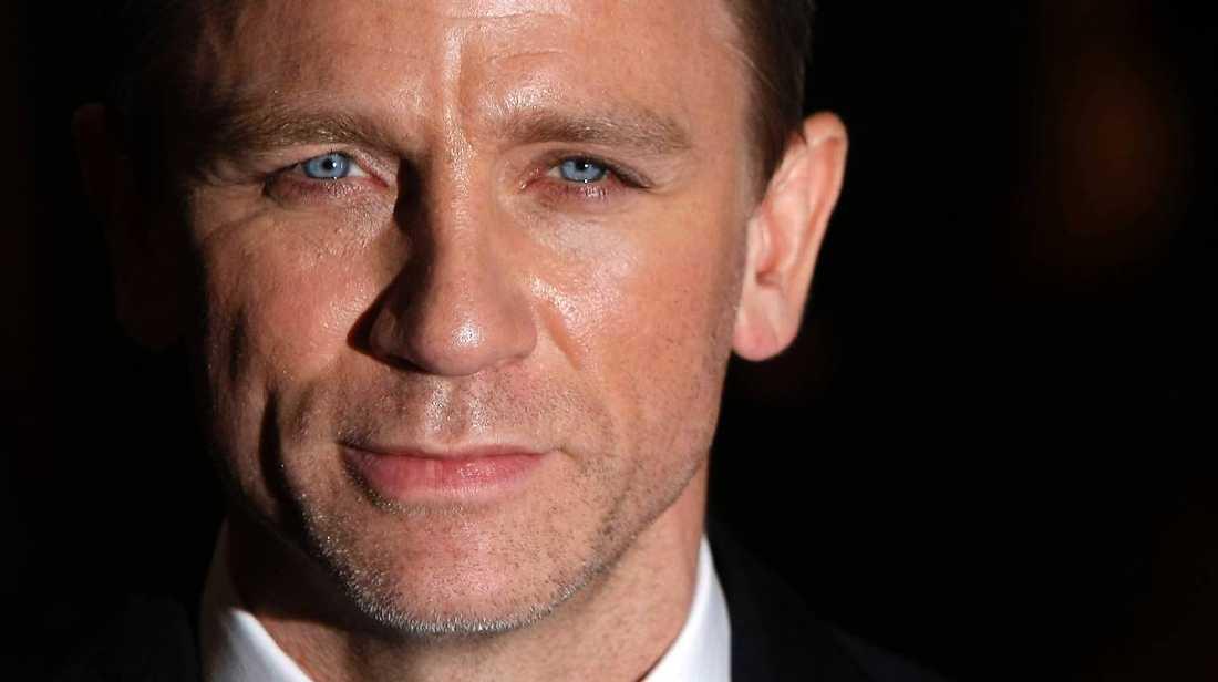 """007 är tillbaka Daniel Craig återvänder som agent 007 i den nya filmen """"Skyfall"""" som just nu spelas in i London. Där heter en av motspelarna Ola Rapace. """"Han är en fantastisk skådespelare"""", säger Daniel Craig till Aftonbladet."""
