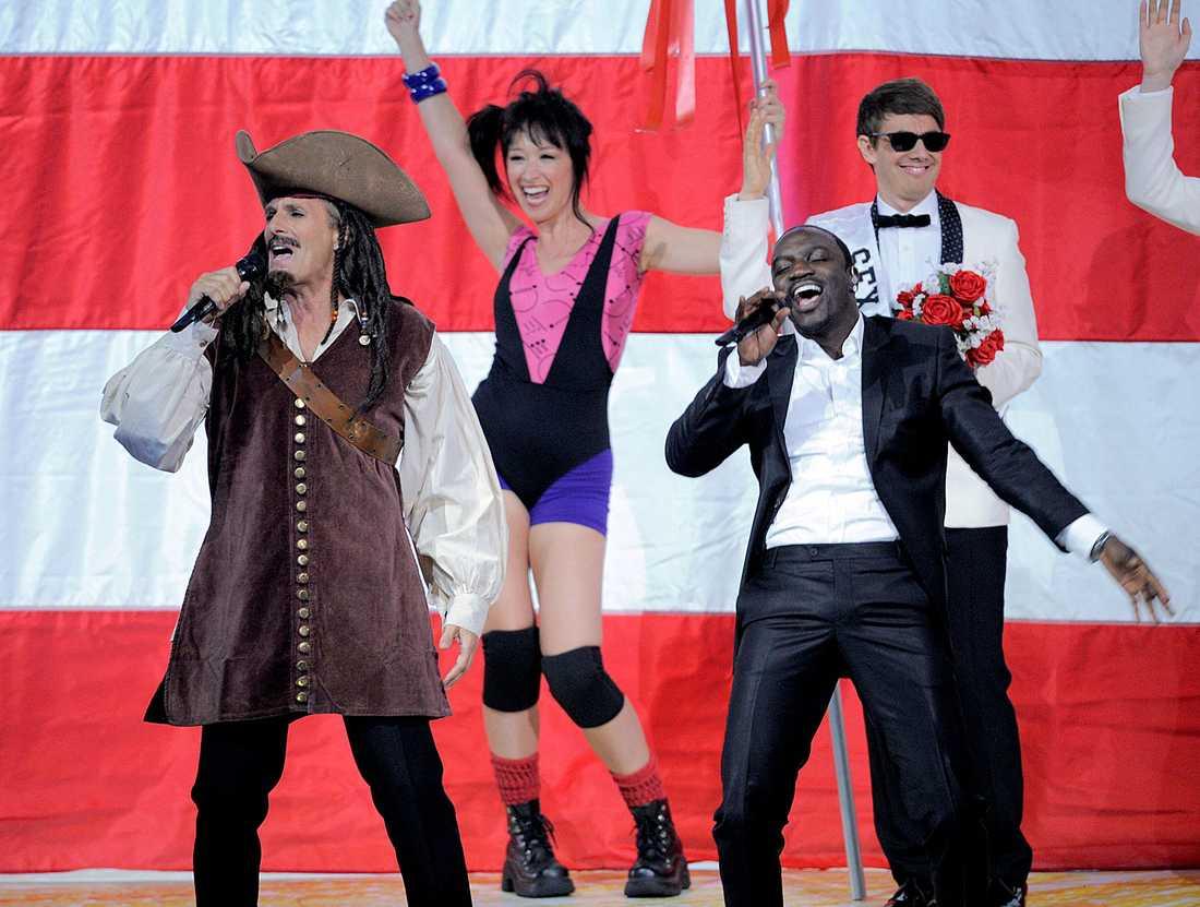 Michael Bolton (...) och Akon uppträdde på Emmy-galan.