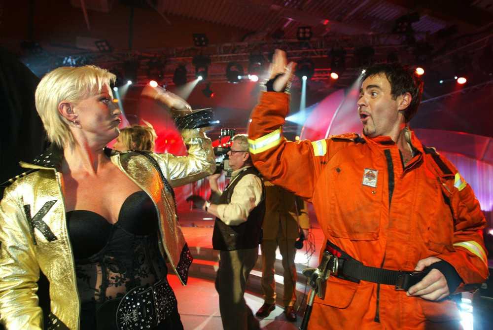 Carina ställde upp i Melodifestivalen 2002 och lärde sig 'brandstaklappen' av Glenn Borgkvist.