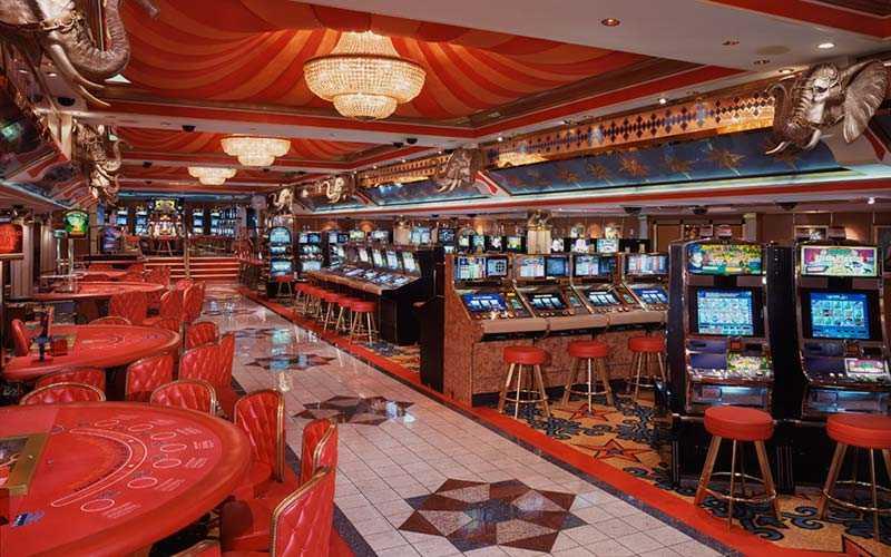 Det finns ett kasino ombord, för de spelsugna.