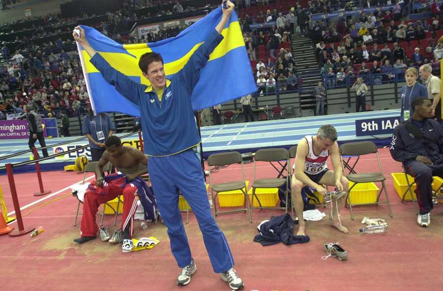INOMHUS-VM I BIRMINGHAM 2003 17,70 i finalen gav Christian Olsson segern. Jonathan Edwards deppar till höger i bild.