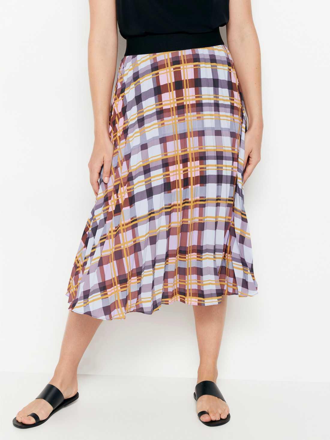 Knälång plisserad kjol i rutigt, 399 kronor, Lindex.