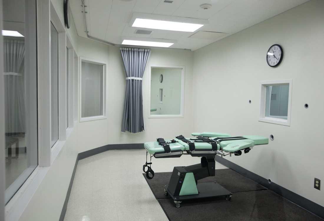 Avrättningskammare på delstatsfängelset San Quentin i Kalifornien, USA. Den dödsdömde fången spänns fast på britsen och ges en dödlig giftinjektion. Arkivbild.