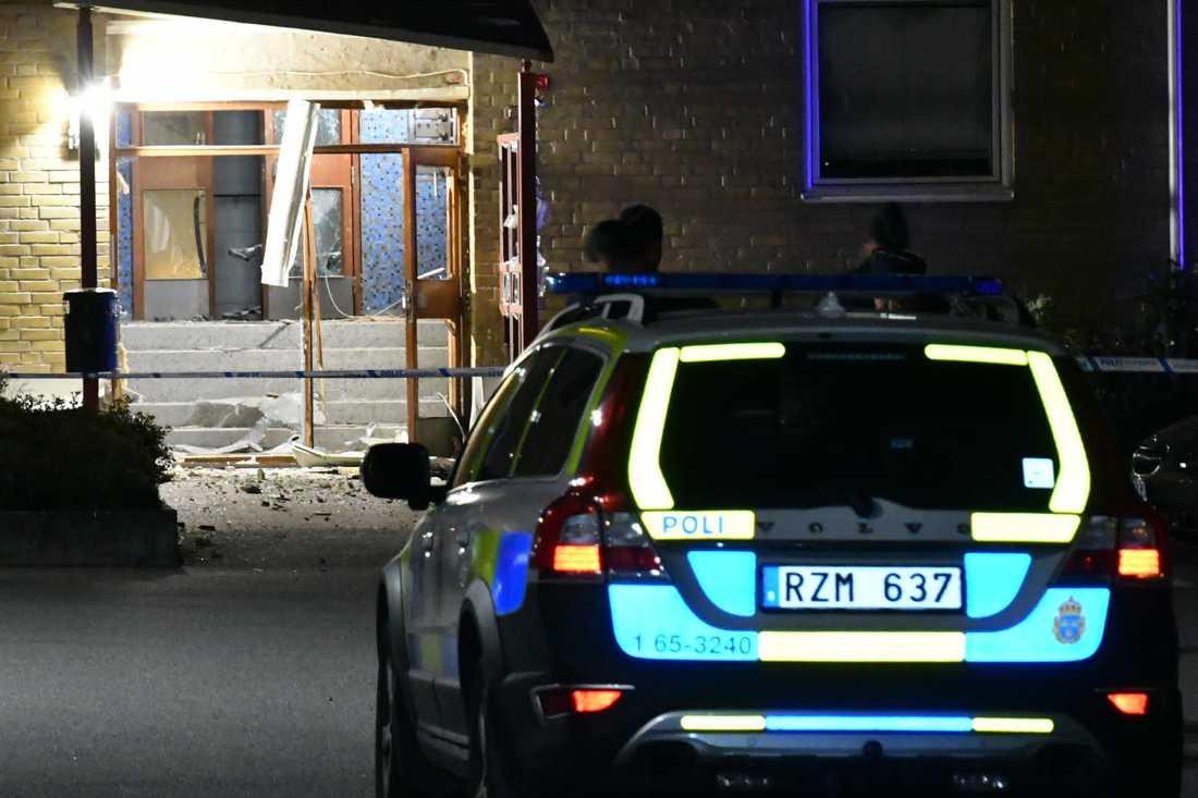 02.07: Första detonationen i Rosengård.