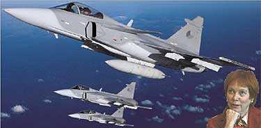 SVINDLANDE UTSIKTER Beslutet att satsa på ett nytt stridsflygplan efter Jas (bilden) riskerar att starta en ny miljardrullning. Trots försvarsminister Leni Björklunds besked att planet inte behövs. Bilden är ett montage.