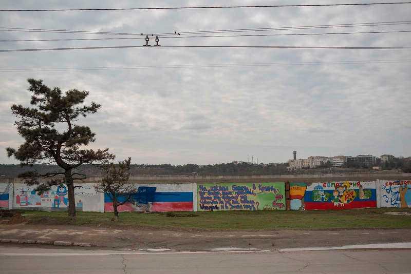 Från pro-ukrainska målningar till pro-ryska.