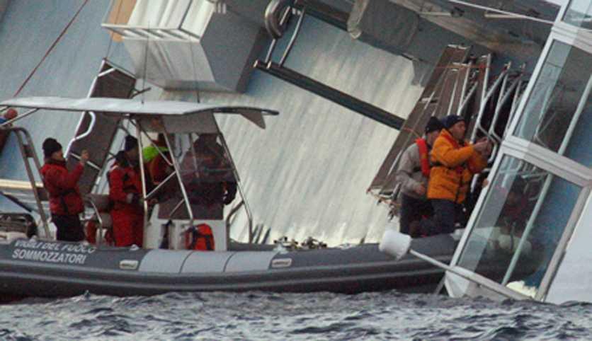 Räddningsarbetare efter olyckan.