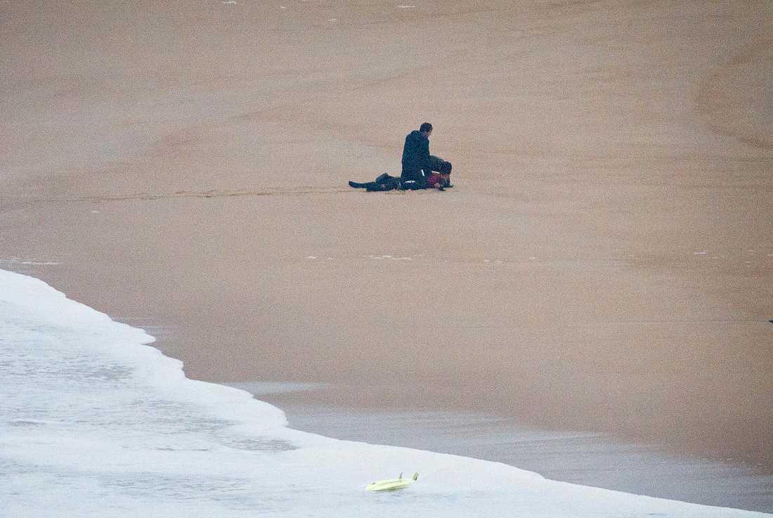 Maya Gabeira fick hjärt-lungräddning efter att ha fallit från en våg utanför Nazaré i Portugal hösten 2013. Arkivbild.