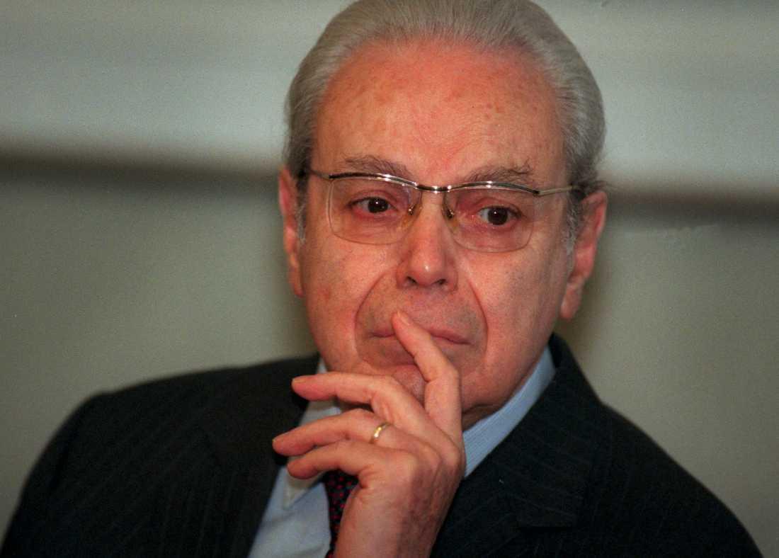 FN:s tidigare generalsekreterare Javier Pérez de Cuéllar i en bild från 1998.