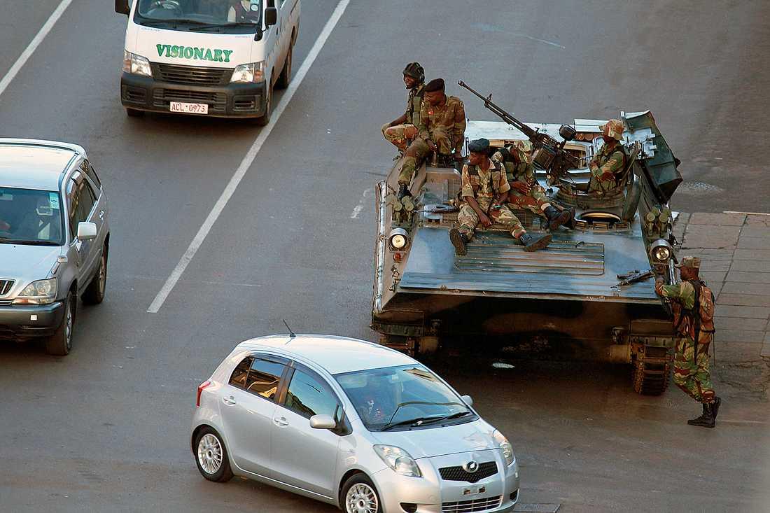 Soldater i huvdstaden Harare på onsdagen.