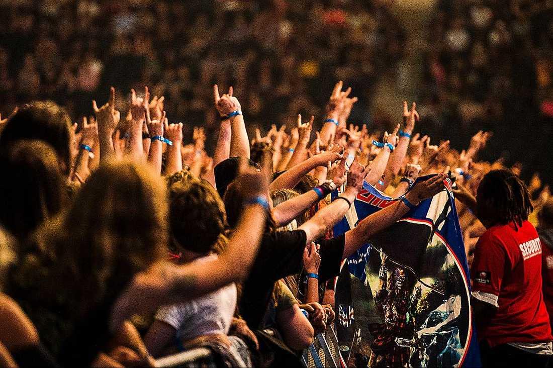 Nästan 60 000 hade trängt sig in på Friends Arena för att se metalhjältarna.