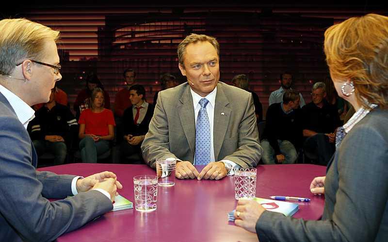 Folkpartiledaren Jan Björklund grillades av SVT:s Mats Knutson och Anna Hedenmo.