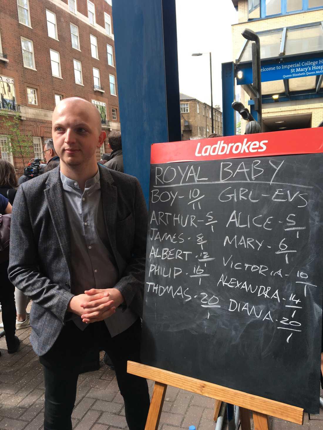 Alex Apati, från spelbolaget Ladbrokes spekulerar i kön och namn.