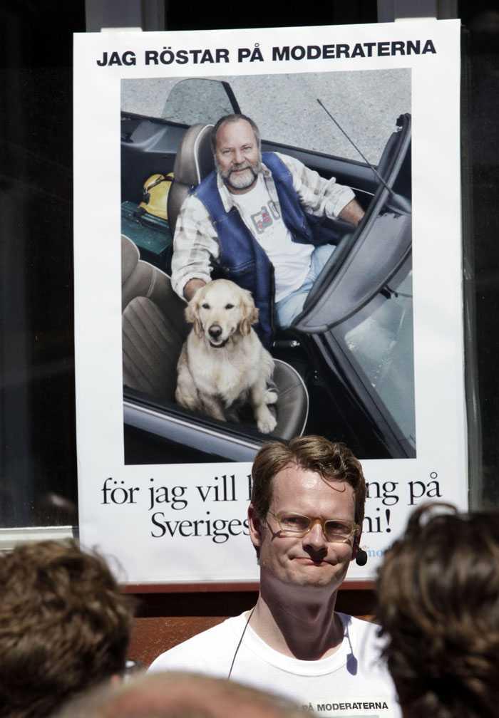 """Gammalt i ny version. Moderaternas """"stöld"""" av Socialdemokraternas gamla affischidé ska ses med lite humor, menar de."""