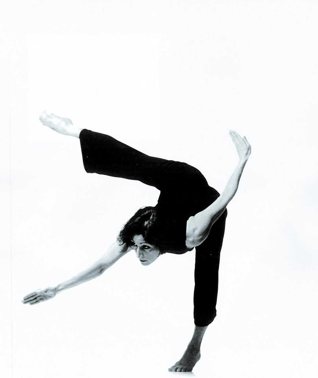 """Visar vägen till en bättre värld? Dansaren Christina Caprioli i föreställningen """"Artificial nose""""."""