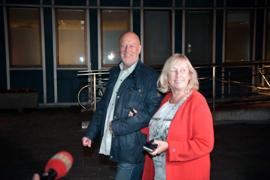 Prinsessan Sofias föräldrar lämnade Danderyds sjukhus med ett stort leende.
