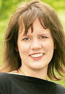 """Dejtingkonsulten Marie Hagberg uppmanar kräsna singlar att lägga skyhöga krav på hyllan och leta efter gemensamma nämnare om de vill träffa en partner. """"Om jag hette Ulrika hade du gillat mig lite mer, eftersom du heter det. Så funkar vi människor"""", säger hon till reportern Ulrika Lidbo."""
