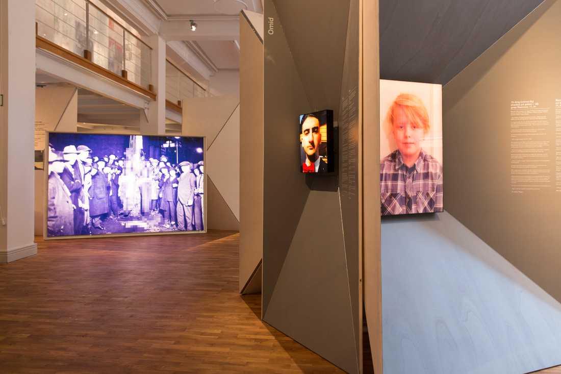 Svenska Hjältar är med som en del i utställningen, här Omid och Rasmus som grep in medan andra passerade.