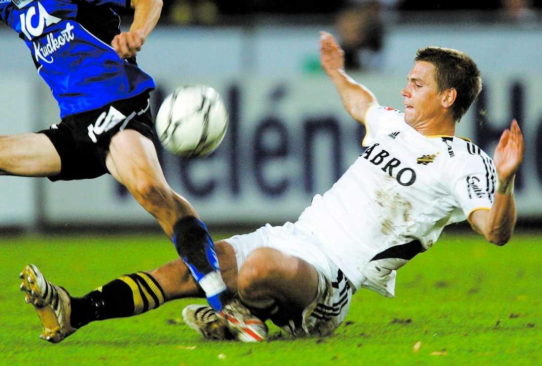 Rött kort Här kapar Arnefjord HBK-spelaren. Nu missar han derbyt mot Dif.