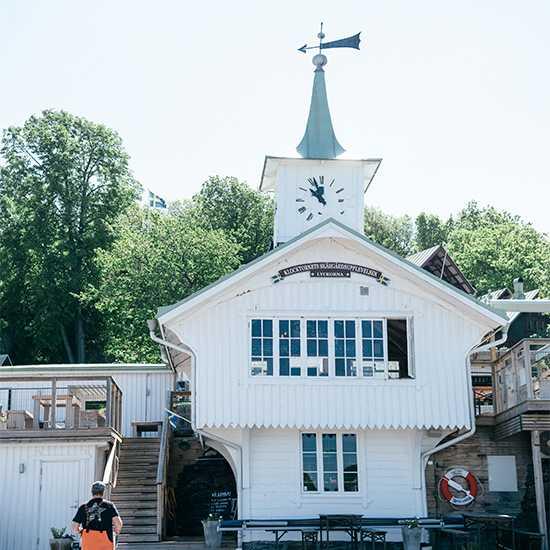 MUSSELBAREN. – Ljungskileborna, som engagerat sig i mitt arbete för att renovera klocktornet, och som sedan dess fungerat som ambassadörer och spridit ryktet om restaurangen, berättar Janne Bark.