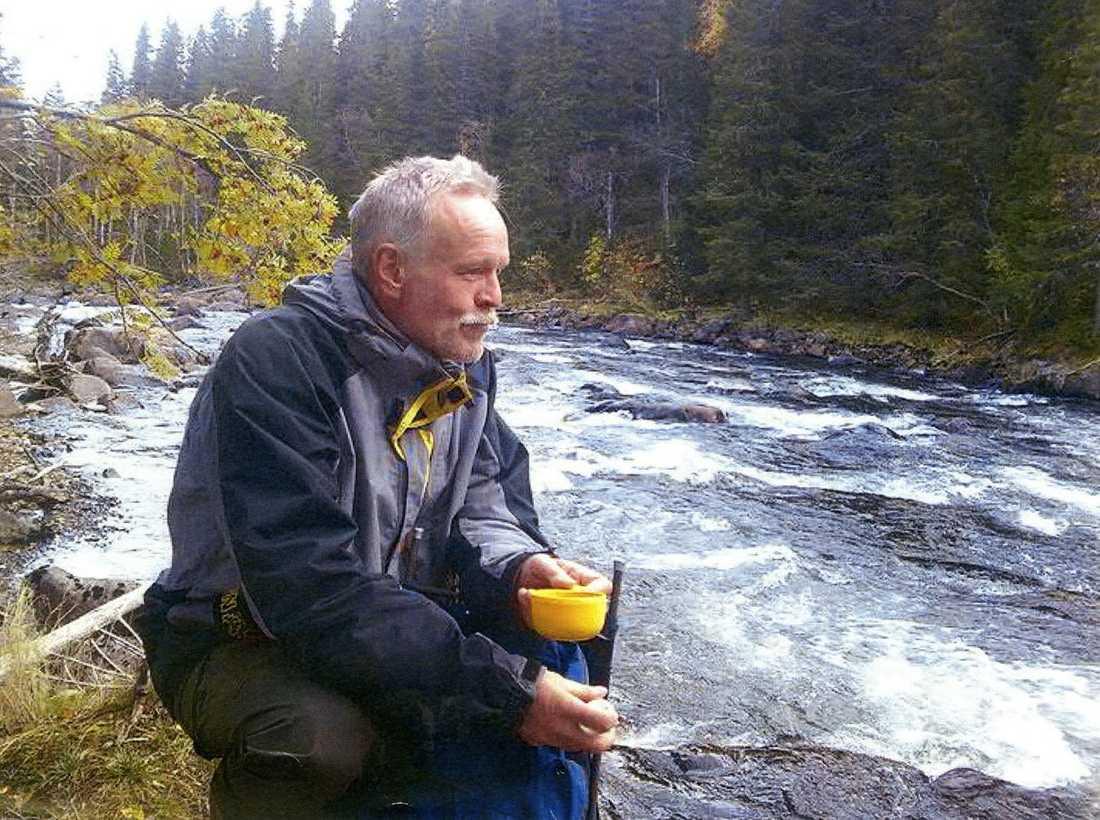 """Trebarnspappan Lars Persson, 53, trivdes med livet och jobbet som socialsekreterare på Krokoms kommun – ända tills den nya chefen kom. """"Han blev mobbad av chefen. Chefen kritiserade och hackade på honom hela tiden och letade fel"""", säger änkan Maria Persson. Lars Persson tog sitt liv."""