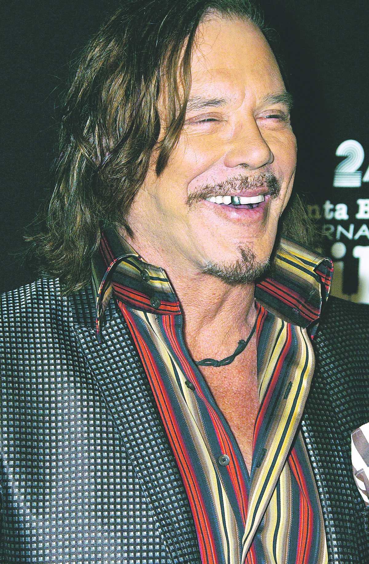 Nära till skratt – och gråt. Mickey Rourke blir känslosam flera gånger under intervjun med Nöjesbladet.