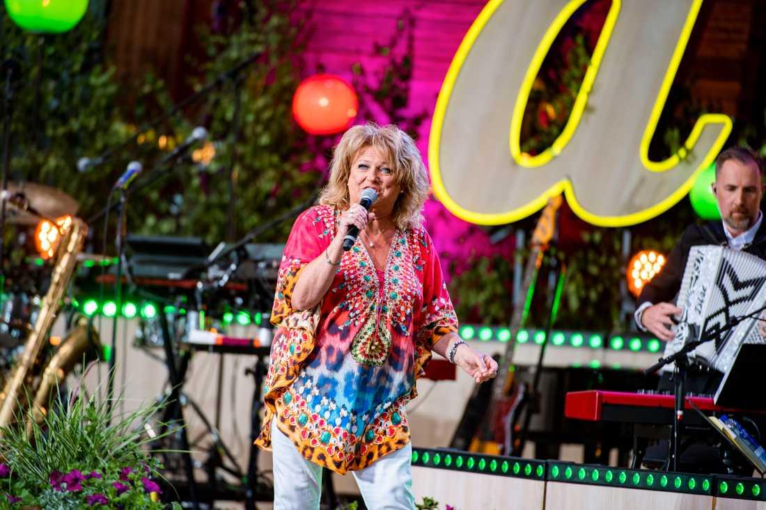 Ewa Roos åter på allsångsscenen efter 40 år.