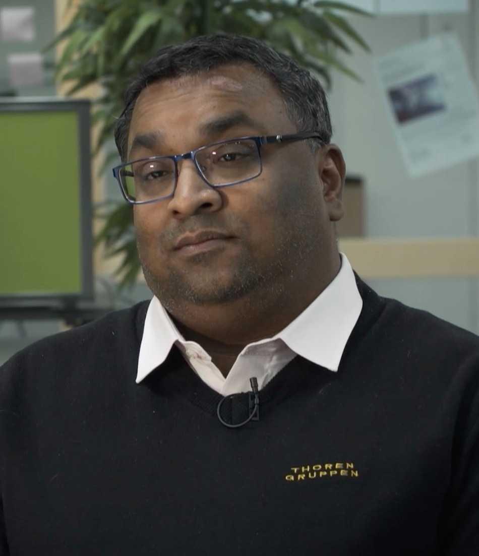 Raja Thorén har de senaste åren plockat ut många miljoner i utdelning. Samtidigt har han en årslön på 850 000 kronor.