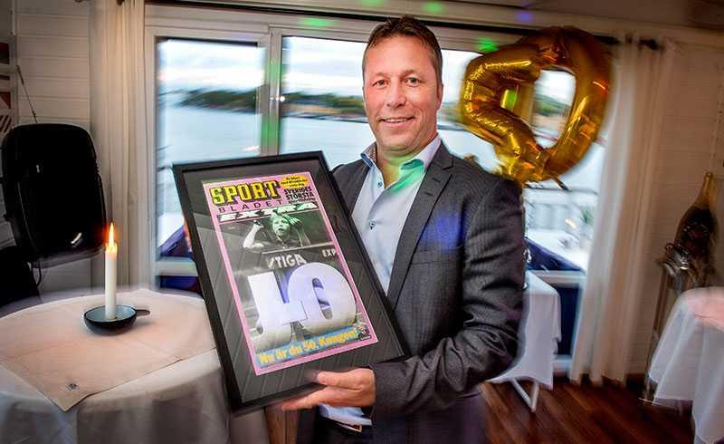 2015 Waldner fyller 50 år och får present av Sportbladet.