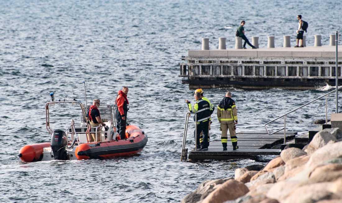 Flera båtar larmades ut från sjöräddningen och räddningstjänsten.