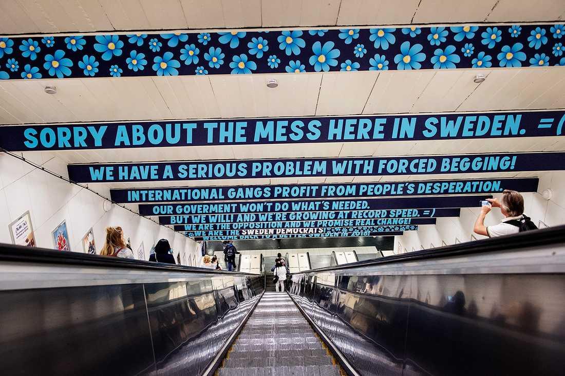 Den kritiserade SD-kampanjen på Östermalmstorgs tunnelbanestation.