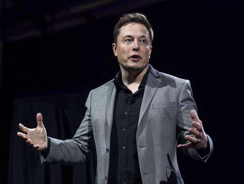 Teslas vd Elon Musk kommenterar olyckan på Twitter.