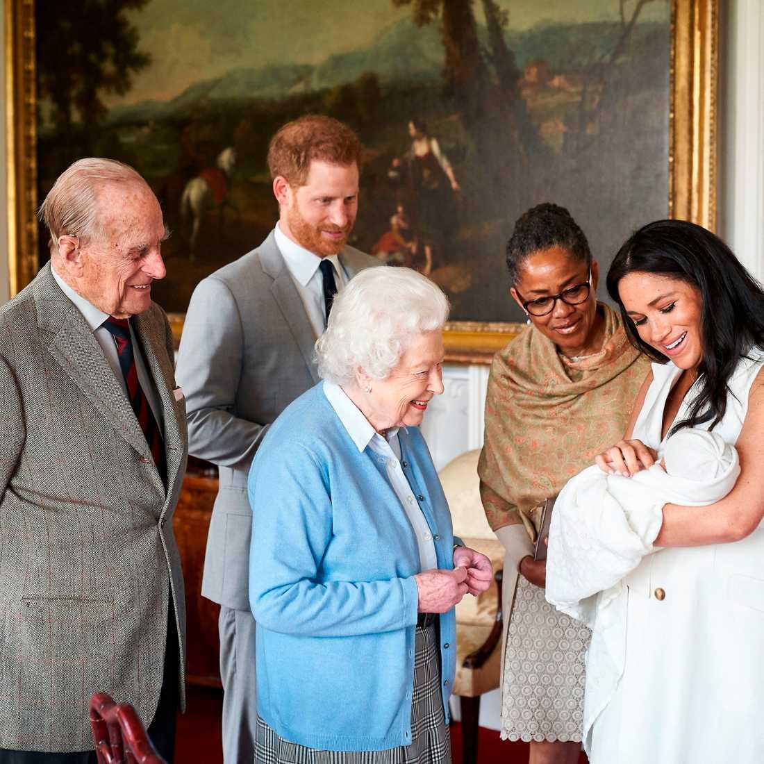 Prins Harrys och Meghan Markles son Archie Harrison Mountbatten-Windsor begåvades inte med nån kunglig titel när han föddes.