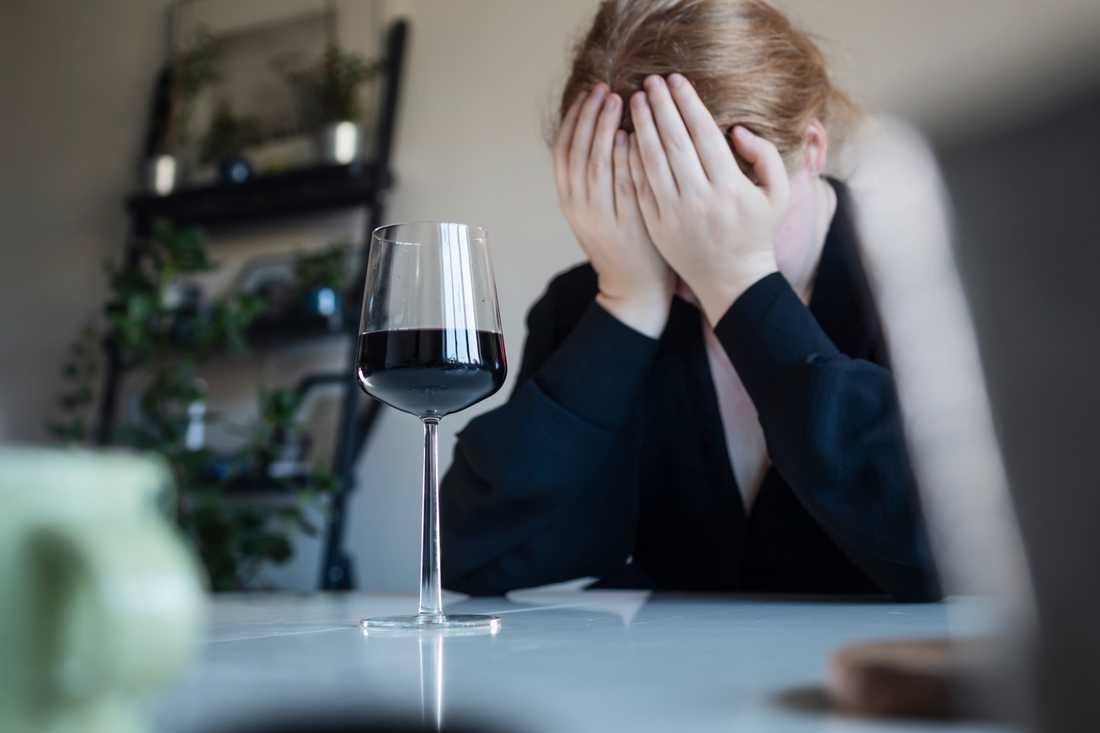 Då många anonyma alkoholister befinner sig i riskgrupper besöker färre möten.