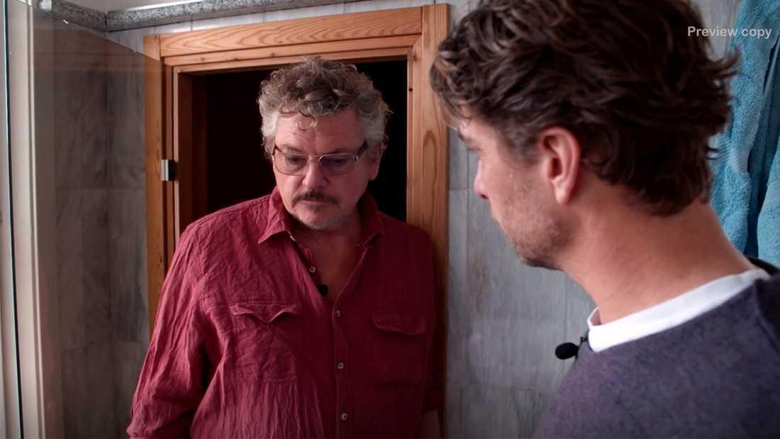 Dan Ekborg blir uppläxad när Anders Öfvergård knackar på.