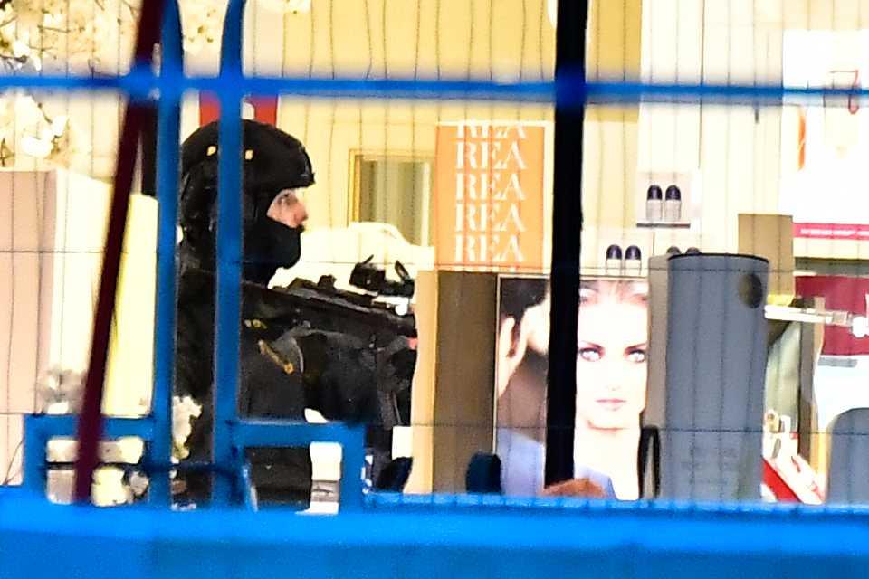 Polisen söäker igenom Åhlens