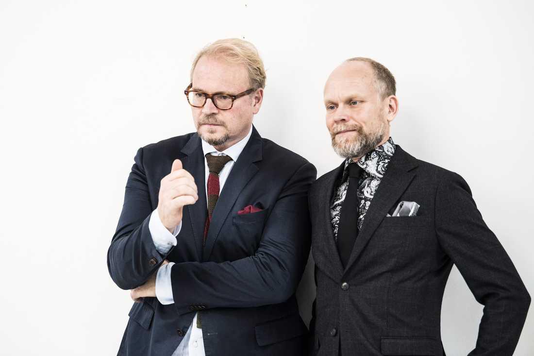 Domaren Fredrik Lindström och programledaren Kristian Luuk.