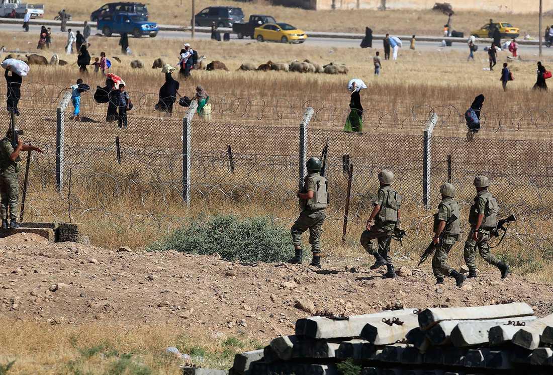 Turkiska soldater vid gränsen mot Syrien sommaren 2015.