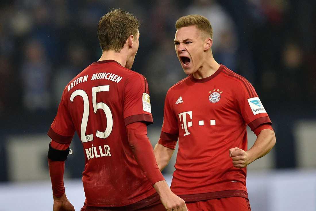 Kimmich, till höger, gör Müller sällskap i första truppen.